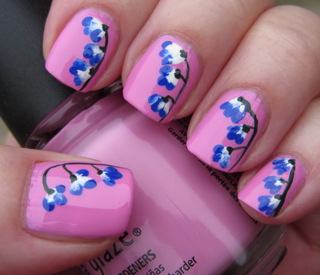 Маникюр с васильками на ногтях фото